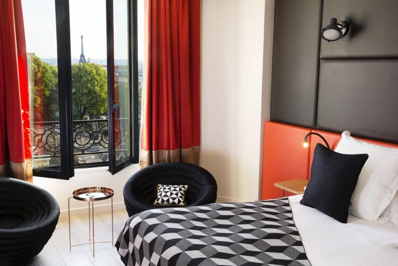 Paris hotel with view of the Eiffel Tower Terrass Hotel Montmartre