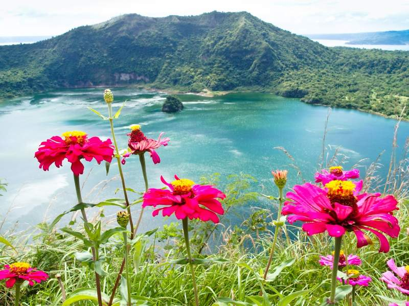 philippines visit Tagaytay tourist things Taal lake Luzon